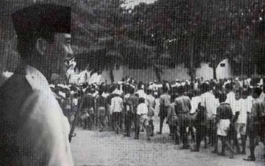 Bung-Karno-sedang-menerima-massa-buruh-pada-peringatan-Hari-Buruh-1-Mei-1948-di-Jogjakarta